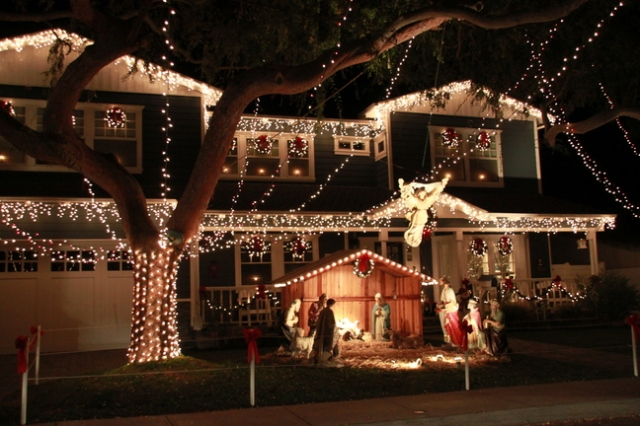 listen to christmas songs while decorating the christmas tree - Christmas Lights In Torrance