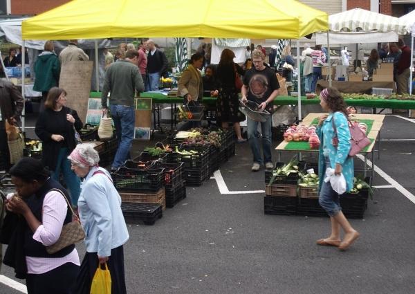 1024px-Marylebone_Farmers_Market_2005